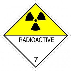 Nr 7D Storetikett för radioaktiva ämnen i klass 7